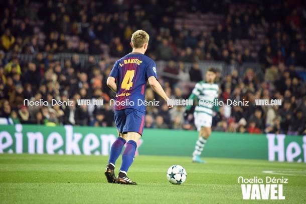 Ivan Rakitic en acción durante el FC Barcelona 2-0 Sporting de Lisboa / Foto: Noelia Déniz (VAVEL.com)