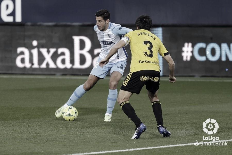 P. Chavarría frente Arribas durante el partido. / Foto: LaLiga
