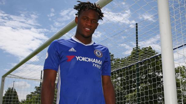 Michy Batshuayi been unveiled as a Chelsea FC player | Photo: Sky Sports