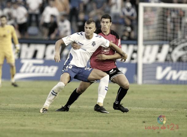 Samuele Longo disputando un balón | Imagen: www.laliga.es