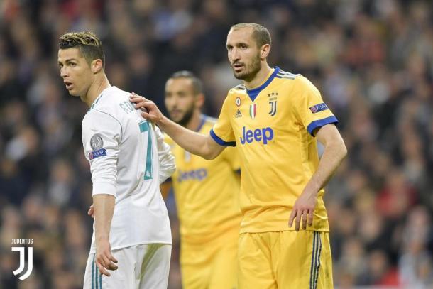 Em confronto pela Champions League, Chiellini e Cristiano Ronaldo fizeram confronto dentro de campo. (Foto: Divulgação/Juventus)
