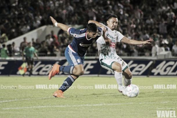 En su último encuentro, Chivas y Jaguares repartieron unidades.