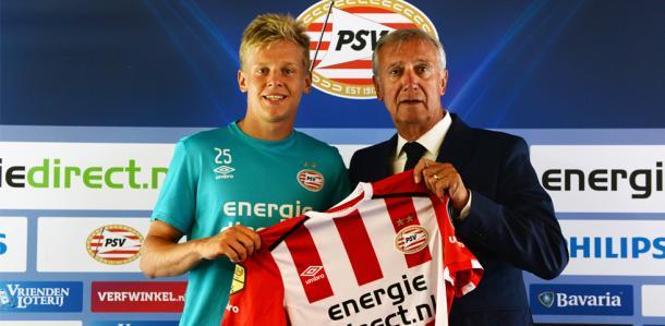 Zinchenko siendo presentado en el PSV. Foto: PSV.