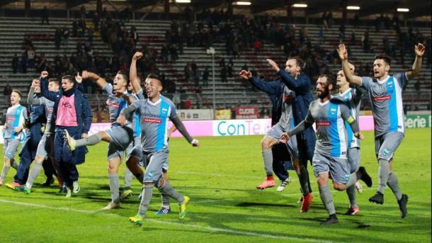 L'esultanza della Spal dopo la vittoria per 1-2 dell'andata - Foto Getty Images