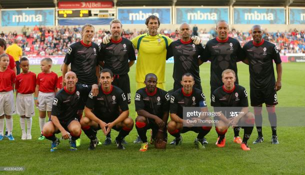 SALFORD, ENGLAND - AUGUST 07: (Front Row L-R) Nicky Butt, Gary Neville, Raphael Burke, Ryan Giggs, Paul Scholes and (Back Row L-R) Phil Neville, Robbie Savage, Raimond van der Gouw, John O'Kane, Mikael Silvestre,Quinton Fortune of the Class of 92 squad line up before the match between Salford City and the Class of '92 XI at AJ Bell Stadium on August 7, 2014 in Salford, England. (Photo by Dave Thompson/Getty Images)