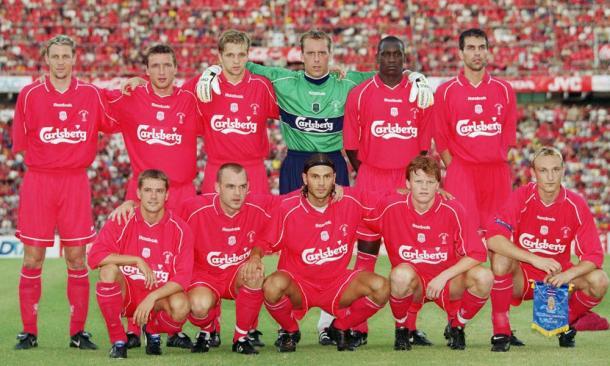La plantilla del Liverpool en 2001. Fuente: lfctour