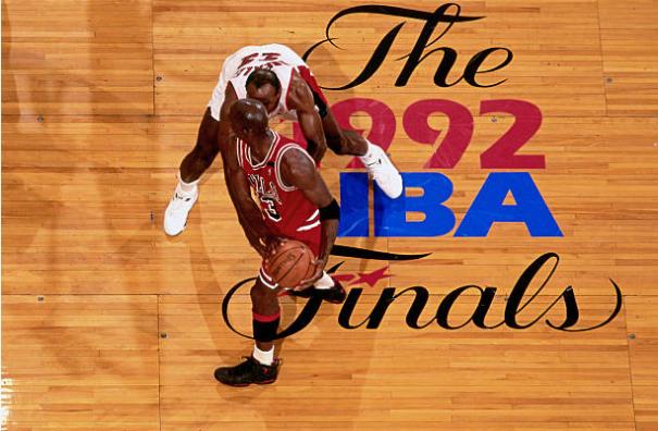 Clyde Drexler y Michael Jordan en las finales de 1992