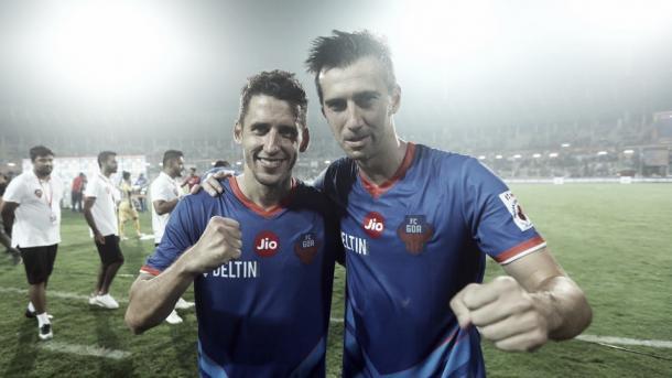 Corominas y Lanzarote, celebrando una victoria con el Goa | Foto: Hindustan Times
