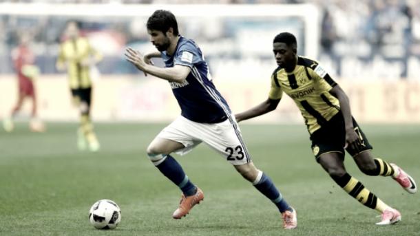 Coke jugando con el Schalke 04. Fotografía: Bundesliga oficial