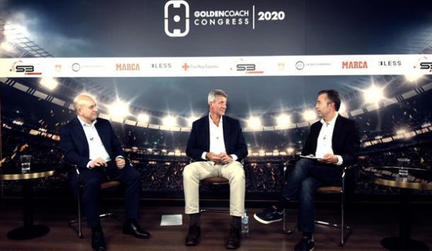 Miguel Ángel Gil en una charla con Julio Senn titulada 'Los equilibrios en el fútbol' durante el Golden Coach Congress. / Fuente: Web Atlético de Madrid
