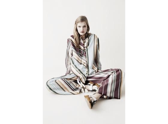 Conjunto de dos piezas a rayas // Foto: Página web Zara