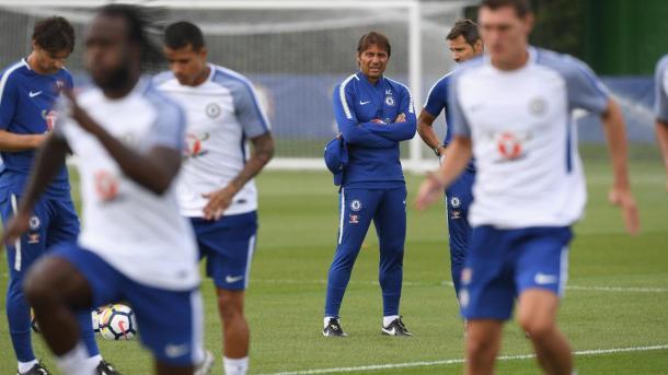 Antonio Conte en uno de los entrenamientos del Chelsea. Foto: premierleague
