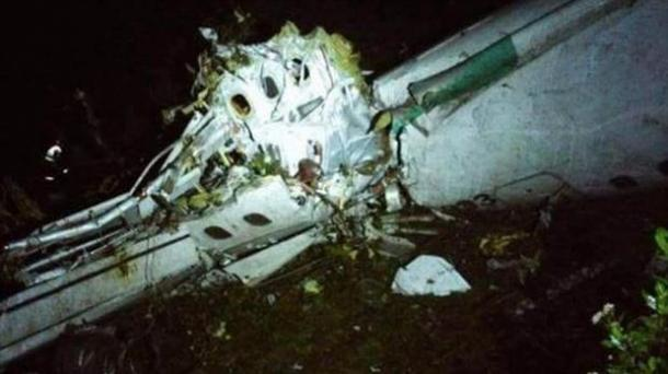 El avión donde viajaban los jugadores del equipo brasileño Chapecoense se accidentó en Colombia. Foto: Foto: Defensa Civil.