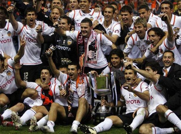 Los jugadores del Valencia celebrando la Copa I Fuente: ciberche.net