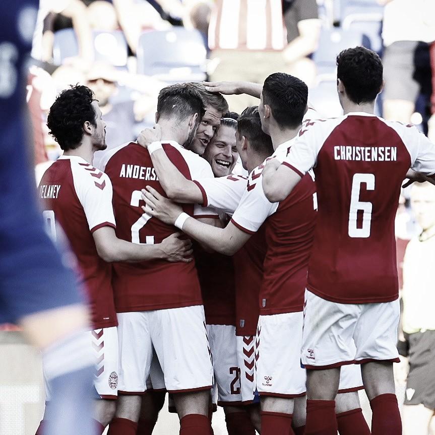 A. Cornelius celebrando el segundo gol conseguido para Dinamarca. / Foto: DBU