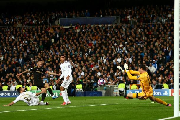 Courtois clears Gabriel Jesús's shot / Photo: UEFA