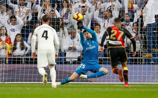 Courtois detiene un chut lejano de Bebé I Foto: Real Madrid