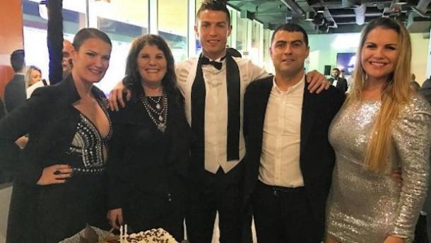 Elma, Maria Dolores (madre), Cristiano Ronaldo, Hugo y Kátia dos Santos | Fuente: Cristiano Ronaldo (Instagram)