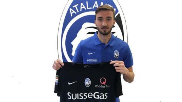 Cristante con la nuova maglia, www.tuttosport.com