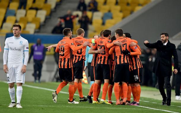 L'esultanza di gruppo dello Shakhtar. | Twitter, Europa League.