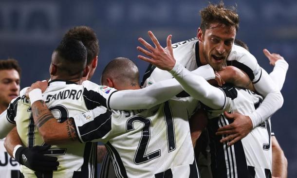 I bianconeri festeggiano il gol-vittoria di Higuain alla Roma. | panorama.it