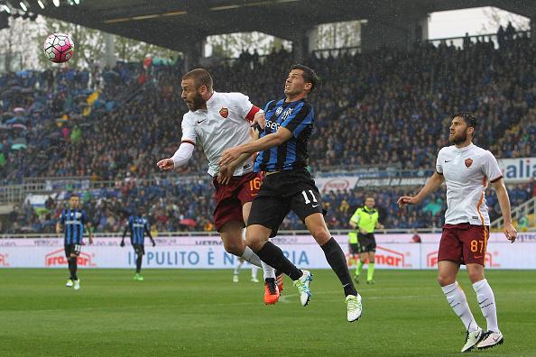 De Rossi svetta in una foto dell'ultimo match in questo stadio, finito 3-3. | giornalettismo.com.