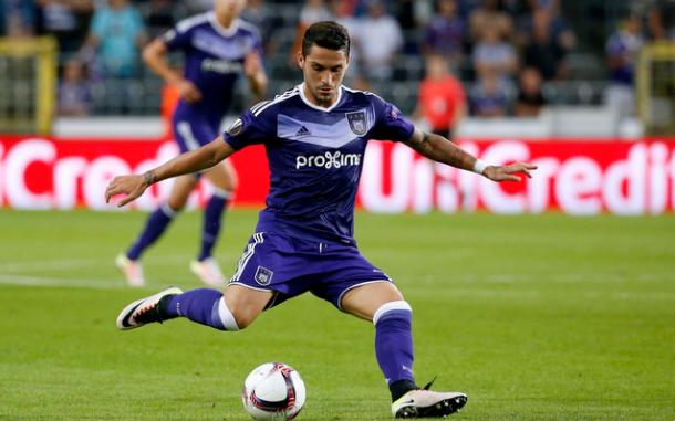 L'impostazione di Najar, centrocampista dell'Anderlecht.