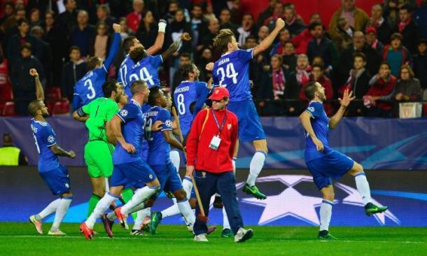 I festeggiamenti dei bianconeri, vincitori a Siviglia per 1-3. | calciomercato.com