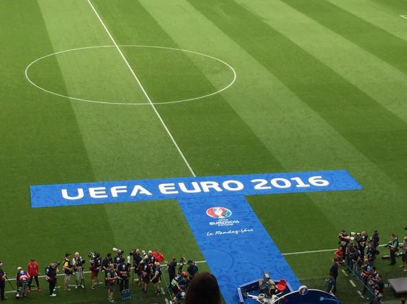 Una foto dell'attesa prima dell'inizio del match a Bordeaux. | Twitter, FA Wales.
