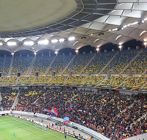 Una foto della cornice di tifo dello stadio dello Steaua. | Twitter, @FCSteaua.