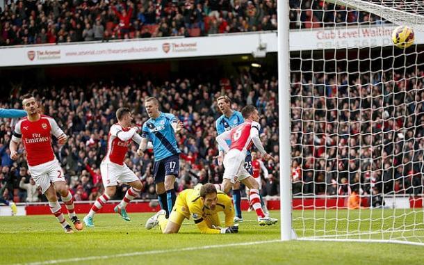Koscielny esulta dopo aver segnato un gol dopo uno dei confronti precedenti. | telegraph.co.uk