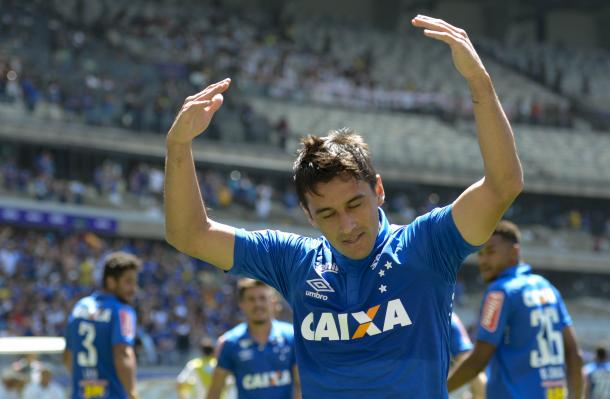 Robinho marca primeiro gol com a camisa do Cruzeiro (Foto: Washington Alves/Light Press)
