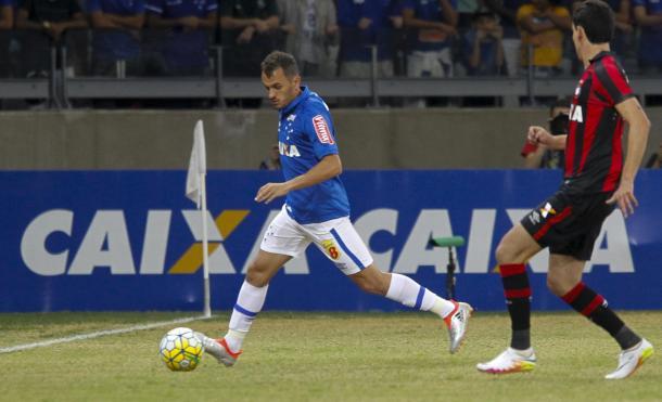 Lucas não deve permanecer no Cruzeiro em 2017 (Foto: Washington Alves/Light Press)
