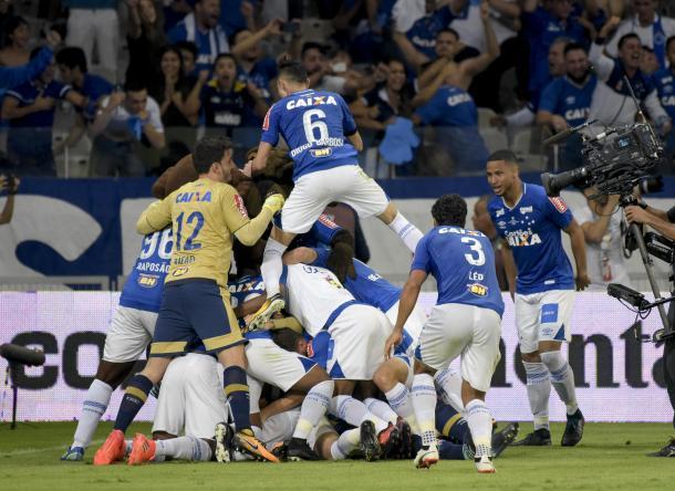 Festa dos jogadores do Cruzeiro no último jogo da Copa do Brasil (Foto: Cristiane Mattos/Cruzeiro)