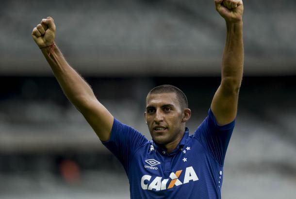 Ábila ficou marcado por entrar nos jogos e fazer gols que salvava o Cruzeiro. (Foto: Washington Alves/Light Press/Cruzeiro)