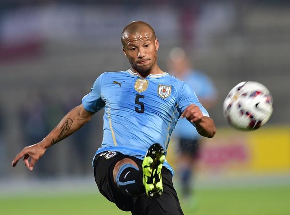 Carlos Sanchez deve voltar ao time titular (Foto: AFP/Martin Bernetti)