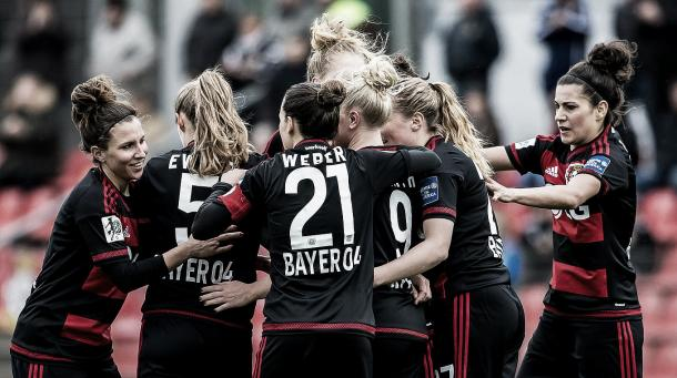Bayer Leverkusen celebrate their crucial win | Photo: DFB.de