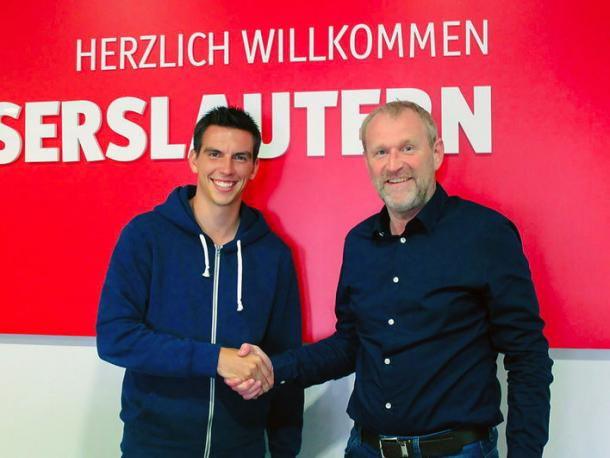 Christoph Moritz welcomed to the club by sporting director Uwe Stöver | Photo: 1.FC Kaiserslautern