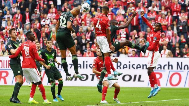 Cabeçada de Tisserand, gol do Wolfsburg | Foto: Divulgação/VfL Wolfsburg