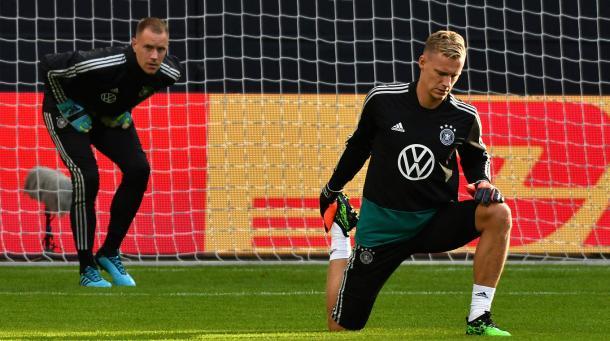 Ter Stegen (E), goleiro com muitas convocações, mas com poucas atuações na Seleção   Foto: Philipp Reinhard/DFB