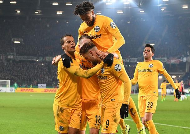 Seferovic celebrates what would be the winning goal. | Photo: Eintracht Frankfurt
