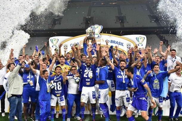 Por ter apostado todas as suas fichas na Copa do Brasil, o time celeste foi apenas o 8º colocado no Brasileirão (Créditos: Bruno Haddad e Vinnícius Silva/Cruzeiro E.C.)