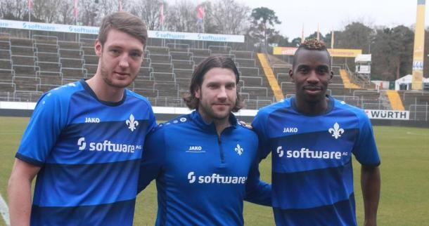 Banggaard (left) and Kamavuaka (right) being unveiled by Frings. | Photo: SV Darmstadt 98