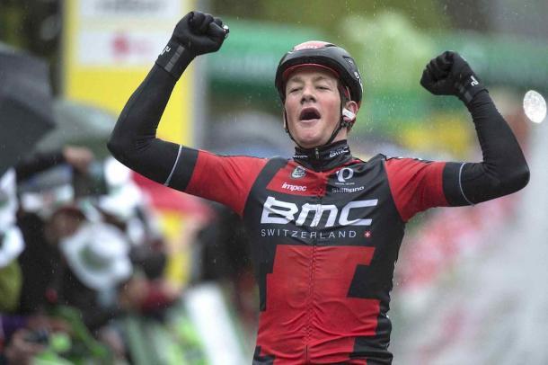 Stefan Küng ganando en el Tour de Romandia | Fuente: Tim de Waele/TDWsport