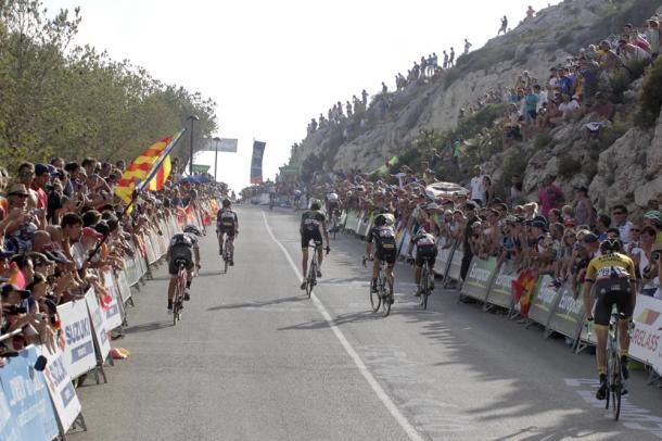 La inédita ascensión a Cumbre del Sol provocó un reguero de corredores en la Vuelta 2015 | Foto: Unipublic