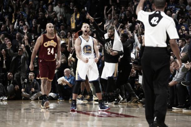 Esulta, Stephen Curry, dopo le ultime prove in ombra contro i Cavs - Foto NBA.com