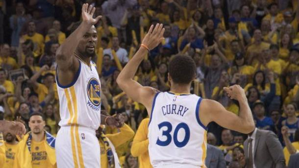 Nba, Golden State batte San Antonio in rimonta 113-111