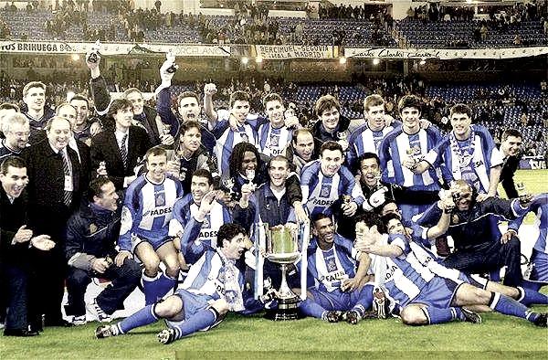 El RC Deportivo de La Coruña celebrando el Centenariazo en el Santiago Bernabéu   Foto: RC Deportivo de La Coruña