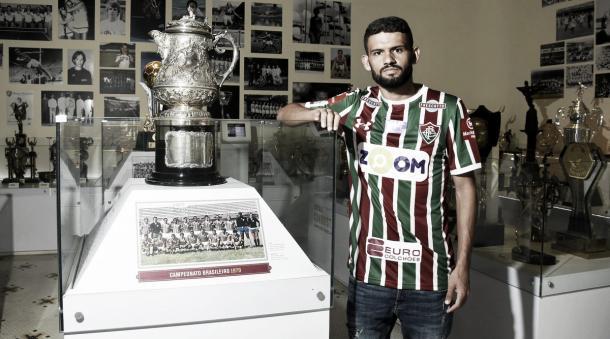 Jadson foi apresentado no Fluminense (Foto: Divulgação/Fluminense)