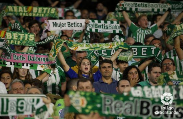 La afición apoyando a su equipo | Foto: LaLiga Santander